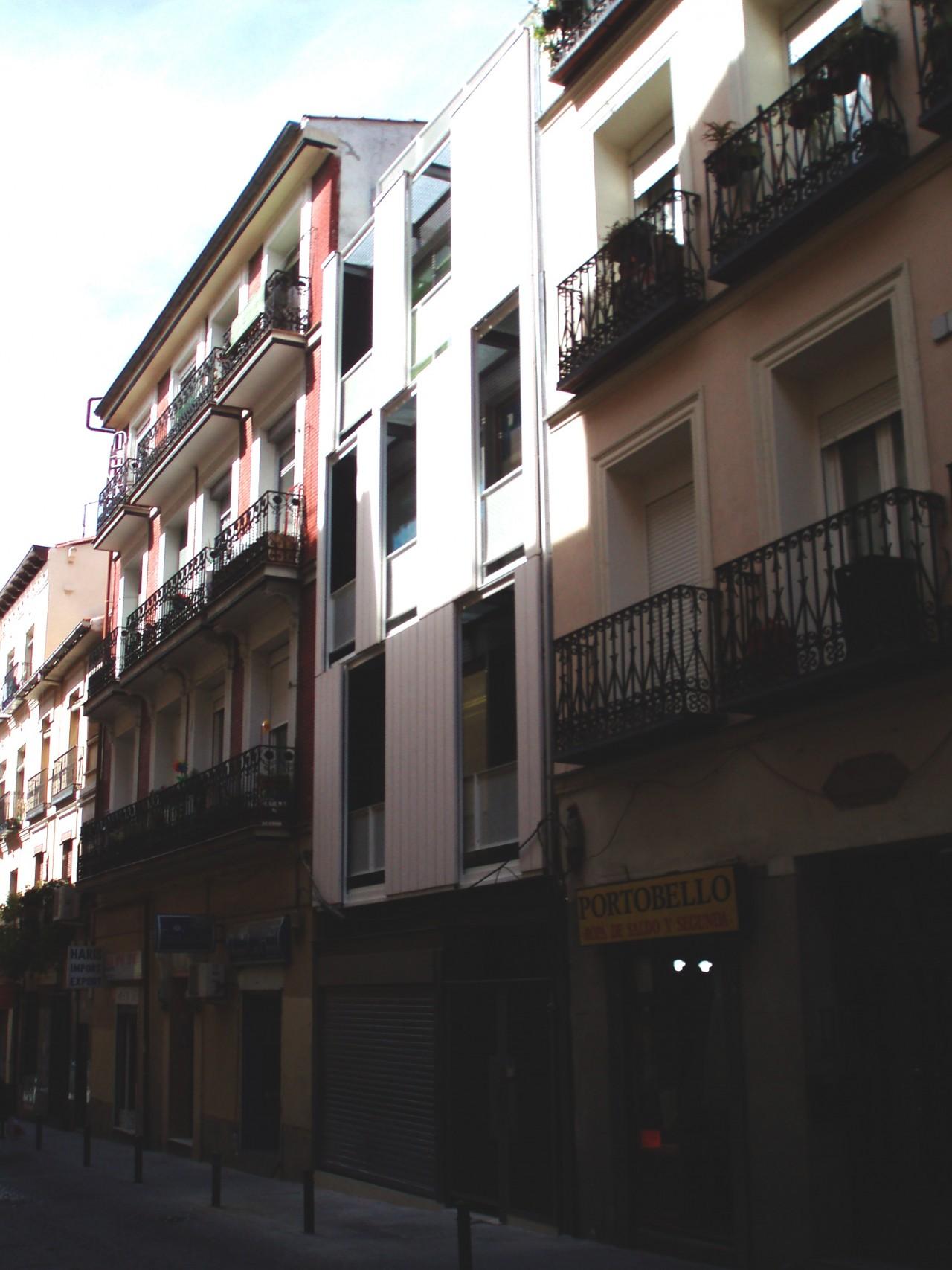 MARIA G. DE LAMO EDIFICIO DE VIVIENDAS EN LA CALLE SOMBRERETE, MADRID
